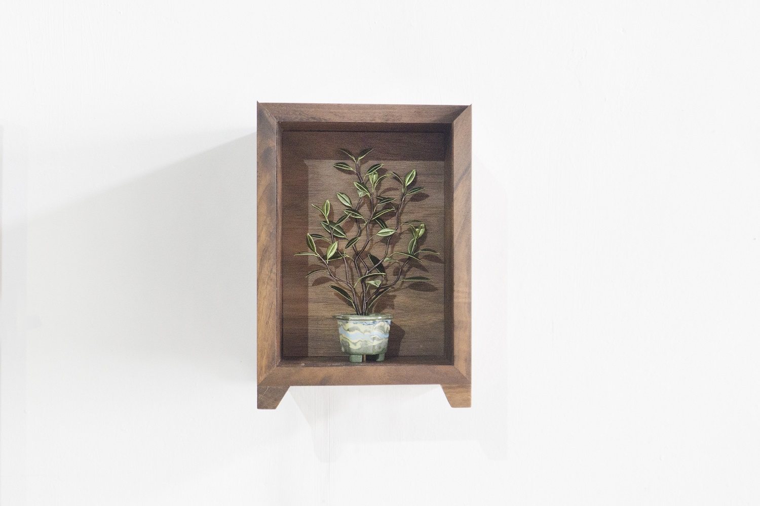 Pure Enjoyment in a Planter – 11|22.5×16×12 cm|2018|Embroidery thread, Walnut, Magnetic device